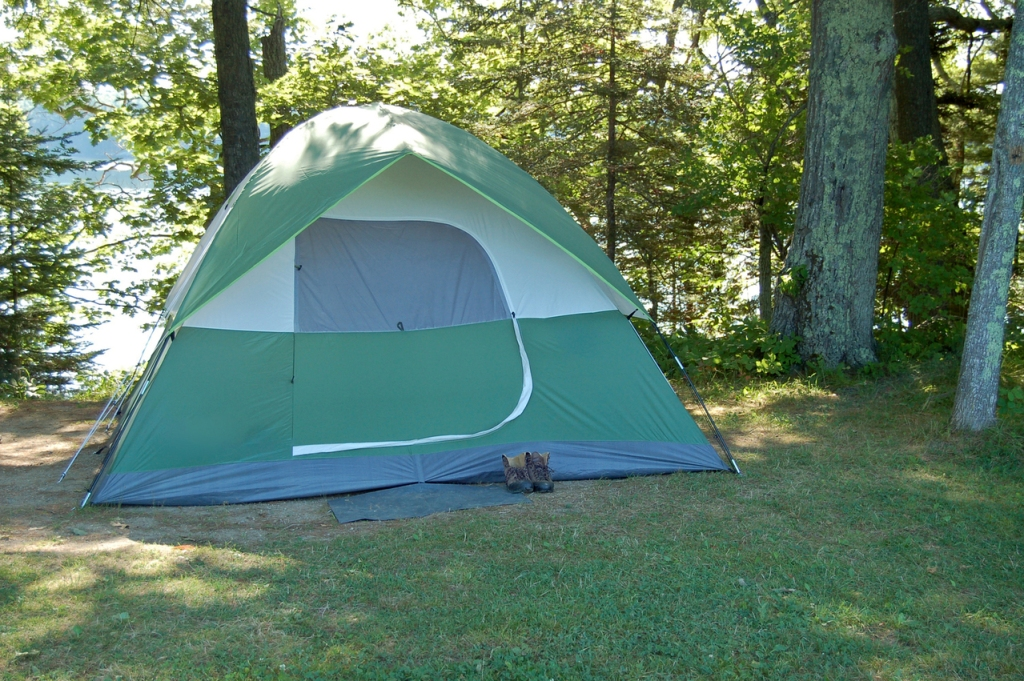 The campsite looked normal with the nylon tent set up.